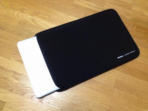 20121120 04 コンパクトで使いやすいMacbook Air 11用ケース|IN MAC11BK
