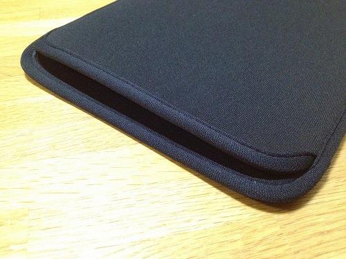 20121120 05 コンパクトで使いやすいMacbook Air 11用ケース|IN MAC11BK